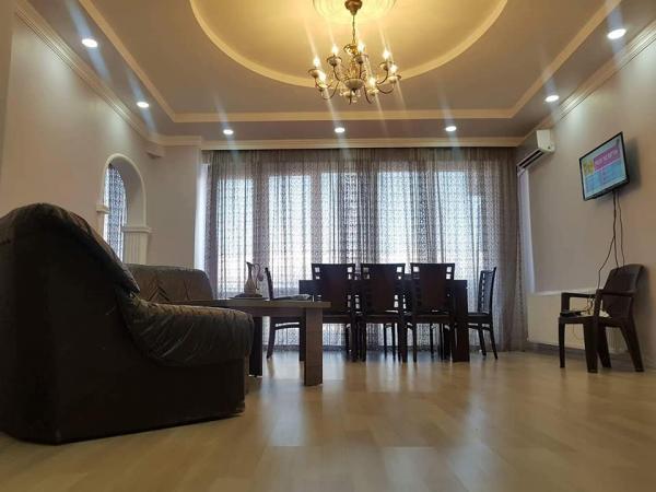 Квартира 5-комн,  135 м²,  2/9 эт.   посуточно