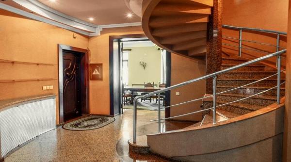 Квартира более 6 комн,  260 м²,  4/4 эт.   посуточно
